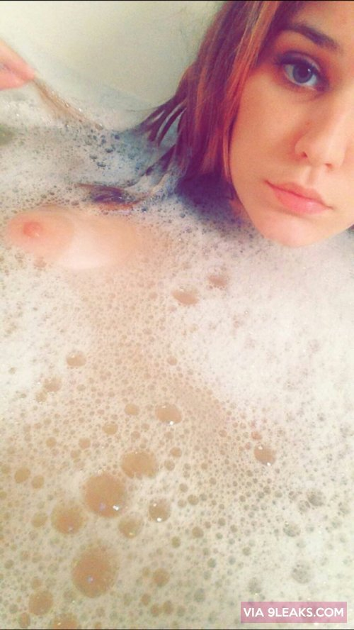 kendra96x in the tub from cake electra snapchat